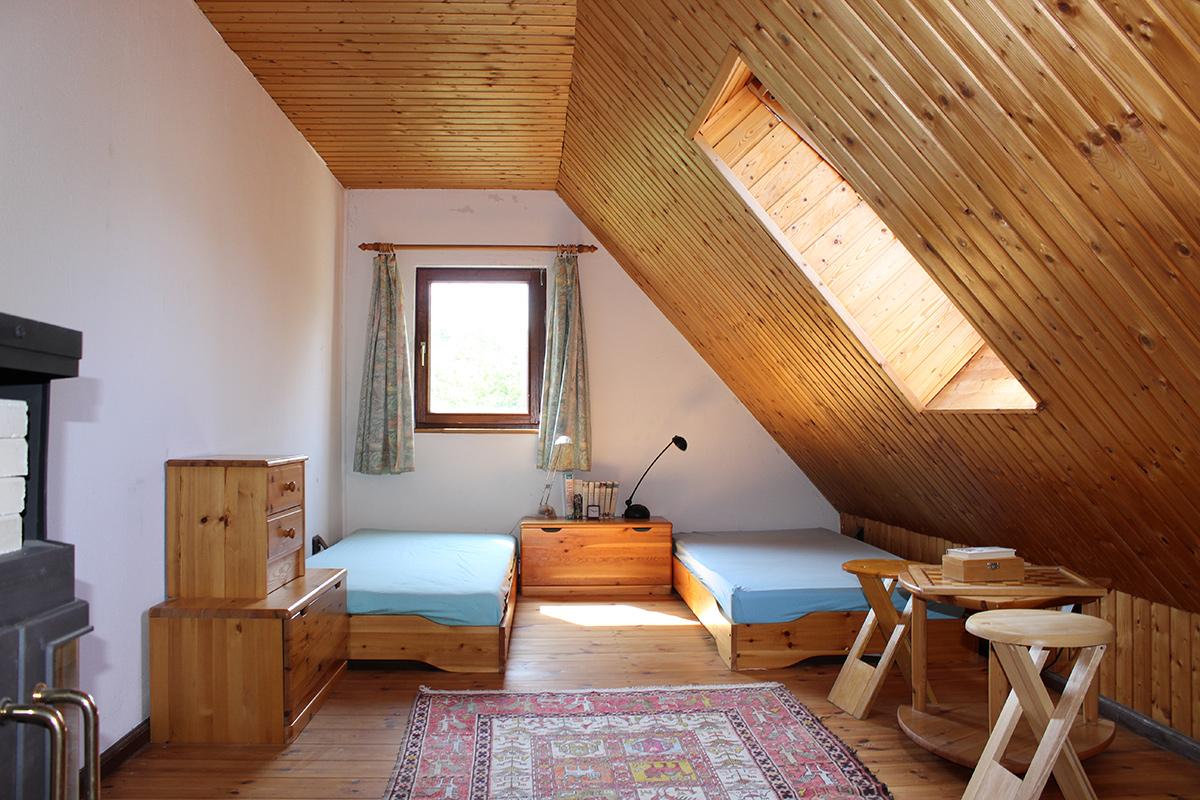 Ferienhaus-Uckermark Schlafzimmer im Obergeschoss rechts für die Selbstversorger Ferien im Boitzenburger Land schon ab 29,- Euro pro Tag