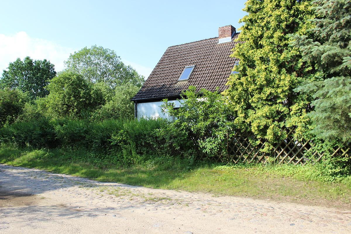 Das Ferienhaus-Uckermark vom Weg aus gesehen schon ab 29,- Euro pro Tag