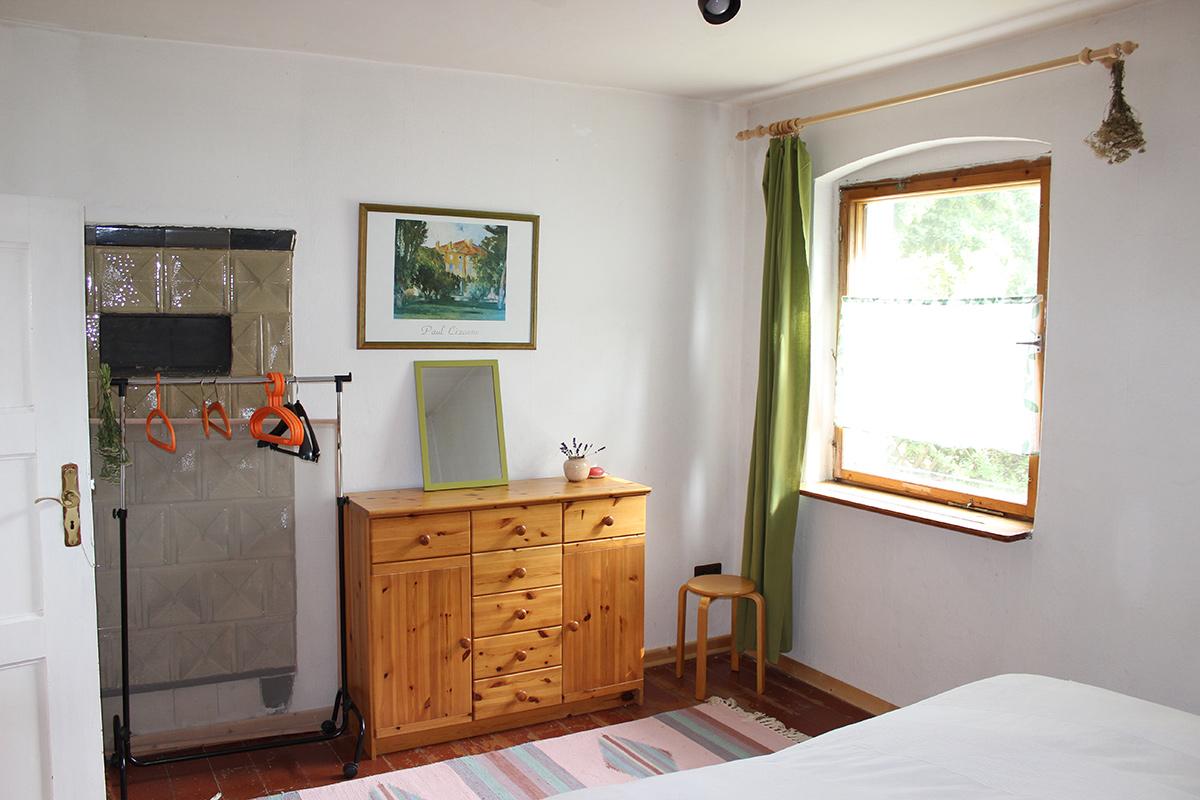 Ferienhaus-Uckermark Schlafzimmer mit Doppelbett. Fit und ausgeschlafen in die Ferien im Boitzenburger Land schon ab 29,- Euro pro Tag